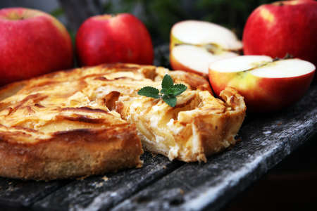 Apple tart. Gourmet traditional holiday apple pie sweet baked dessert food with cinnamon and apples on table for dessert Zdjęcie Seryjne