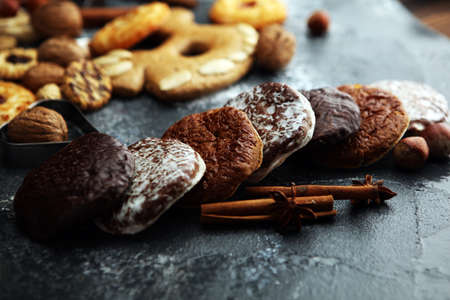 Typical German Gingerbreads such as Lebkuchen and Aachener Printen. christmas cookies with spices. Zdjęcie Seryjne