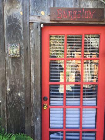 Bungalow Red Door