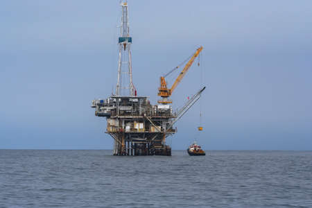 A supply ship offloads cargo to the crew aboard the oil platform Holly off the Southern California coast Editöryel