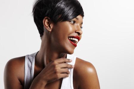 gelukkig lachende zwarte vrouw Stockfoto
