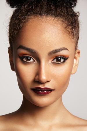 portret van een vrouw met een lichte make-up Stockfoto