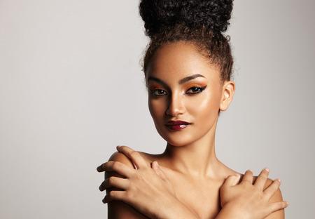 schoonheid vrouw met een avond make-up