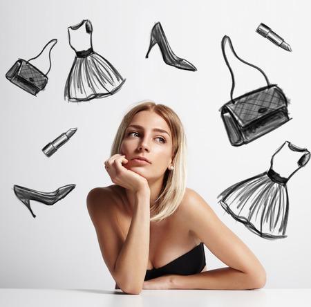 Frau mit einem gezogenen Kleid, Schuhe, Lippenstift und Beutel