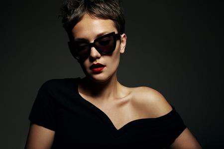 dark portrait of woman wearing sunglasses Stockfoto