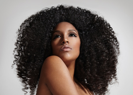 black hair: woman with  a big affro hair LANG_EVOIMAGES