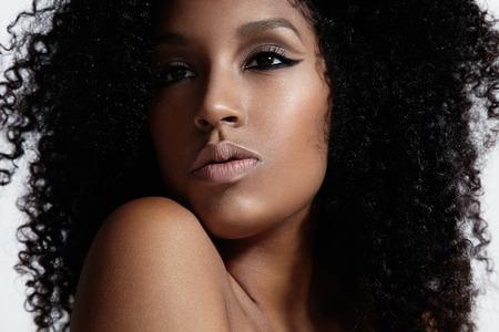 Trucco nudo di ragazza nera Archivio Fotografico - 42417328