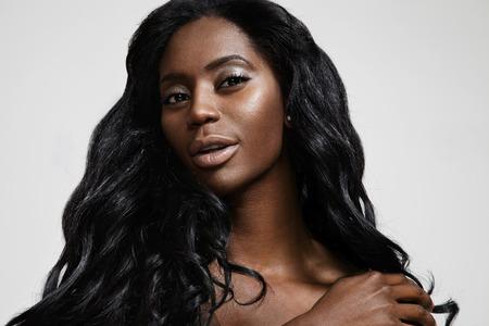 schwarze frau nackt: wunderschöne schwarze Frau mit einem nackten Make-up