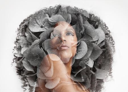 exposicion: retrato doble exposición de la mujer con una flor