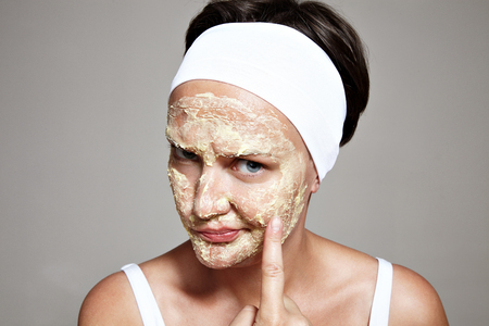 cheerless: woman is not satisfated with her skin