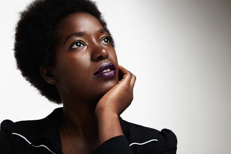träumen schwarze Frau Standard-Bild