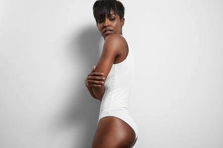 perfect fit woman wearing basic white body suit Stockfoto