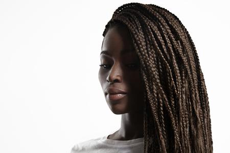 jeune fille adolescente nue: beauté femme noire avec des tresses