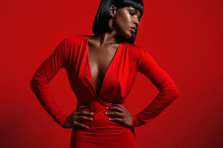 赤で黒人女性 写真素材