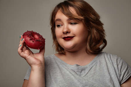 curvy woman: plus size womanwatching on a donut
