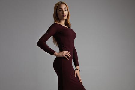 elegante vrouw in een magere jurk Stockfoto