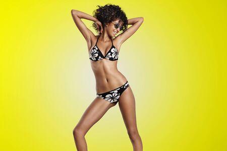 mesure: dansing woman in bikini