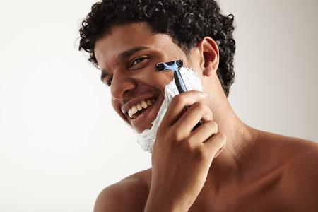 sauna nackt: Young man shaving