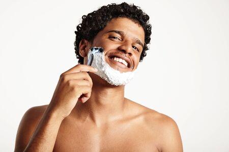 sauna nackt: Portr�t eines Rasieren Mann