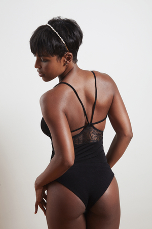 femenine: woman from the back wears bodysuit LANG_EVOIMAGES