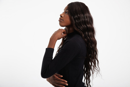 femenine: black womans profile showing her long wavy hair LANG_EVOIMAGES