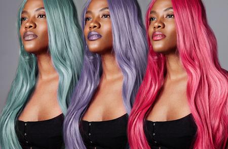 Ritratto della stessa donna con diversi colori dei capelli. Concetto di colore creativo dei capelli