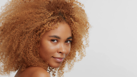 mixed race black blonde model with curly hair on white afro blonde hair Stockfoto