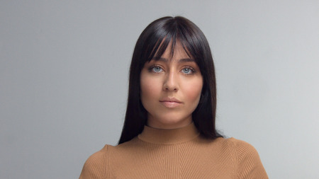 frontal portrait of mixed race eastern model brunette watching to the camera Stockfoto