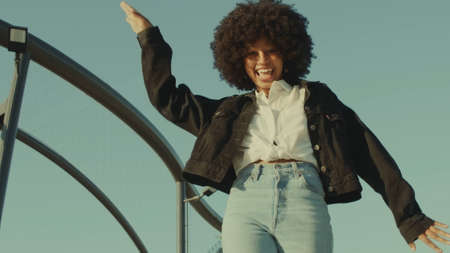 black woman with 70s disco style look dancing funk disco dance outdoors Huge afro hairstyle Black woman have fun and dancing Stockfoto