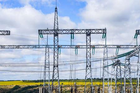 high voltage post.High-voltage tower sky background. Banque d'images - 130744898