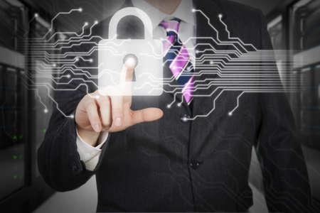 lock  futuristic: Man premendo il pulsante digitale in un monitor touchscreen futuristico