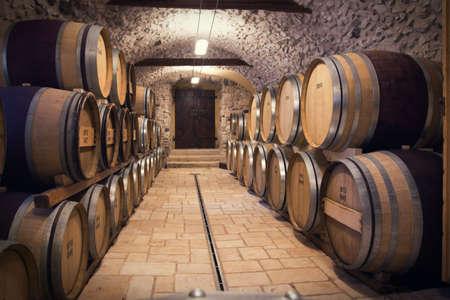 Muy alta resolución de procesamiento de una antigua bodega de vinos Foto de archivo