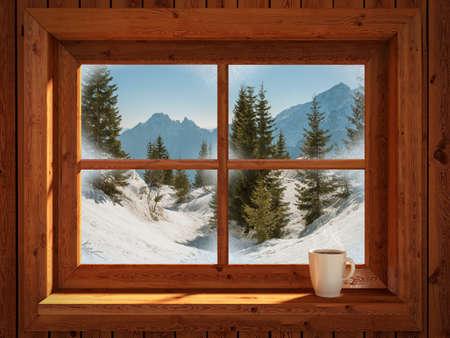 casa de campo: paisaje invernal idílico y tranquilo de montañas nevadas Foto de archivo