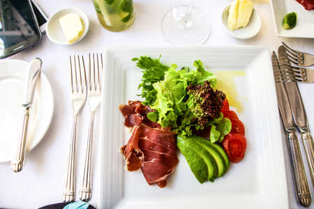 parma ham: avocado, parma ham and salad