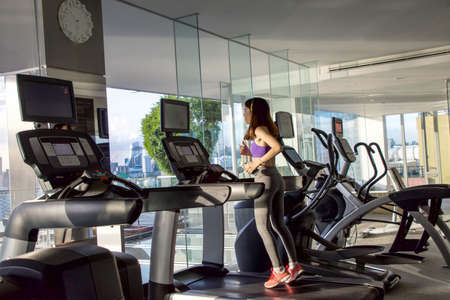 excercise: sporty woman -sport, excercise, technology, internet and healthcare