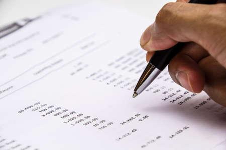 auditoría: Punta de pluma en la cuenta bancaria