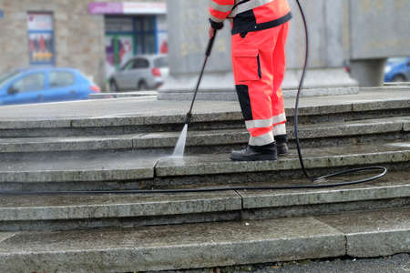pressure washing: Worker cleaning the stair