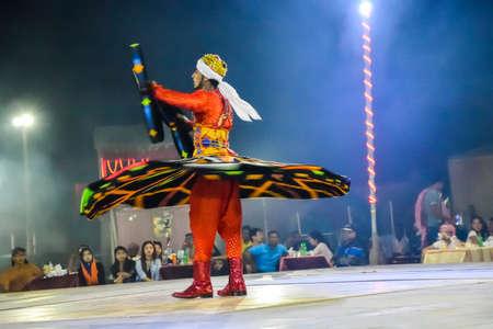 bailarinas arabes: Dubai, United Arab Emirates - November 6, 2015: Arab dancer performing a turning dance.