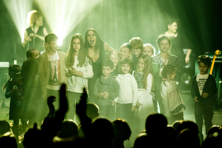 '5 december': KYIV, UKRAINE - DECEMBER 5: The famous Ukrainian singer Jamala smiles with a crowd of kids presenting her new album Podykh (Breath), 5 December 2016, International Center of Culture and Arts (October Palace)