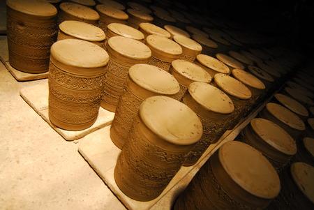 ollas de barro: ollas de barro hechas a mano antiguos de barro,