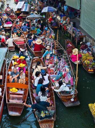 DAMNOEN SADUAK - March 25 : Damnoen Saduak Floating Market Featuring many small boats laden with colourful fruits, vegetables and Thai cuisine March 25, 2007 in DAMNOEN SADUAK THAILAND