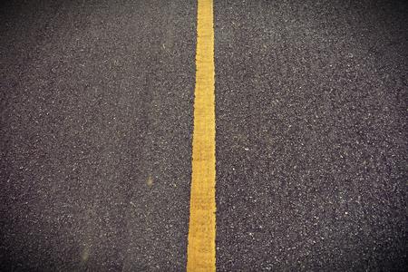 Nuova trama di asfalto con linea gialla su strada Archivio Fotografico
