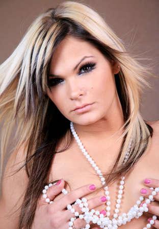 真珠の w美しい金髪の女性 写真素材