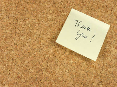 note of exclamation: Handwritten thank you on yellow note paper stick on a corkboard Stock Photo