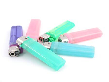 encendedores: Coloridos encendedores aisladas en blanco