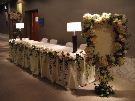 결혼식 파티 (텍스트 입력을위한 빈 환영 보드)의 리셉션 스톡 콘텐츠