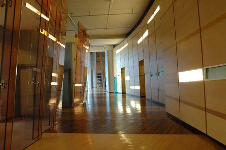 Couloir d'une entreprise moderne b�timent couloir