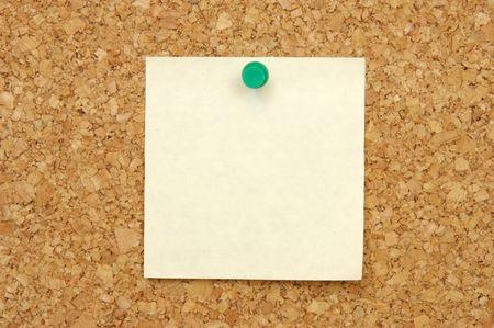 avviso importante: Giallo post-it con nota a spillo corkboard