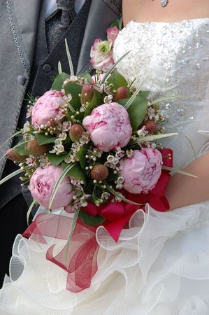 declare: Bride holding her wedding bouquet