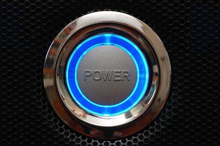 파란 불빛과 함께 컴퓨터 전원 버튼 스톡 콘텐츠